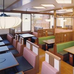 テーブル席は32卓ございます。ご家族、ご友人とのお食事はもちろん、各種ご宴会もぜひ『かごの屋』をご利用下さい。