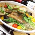 その一、【本日オススメ鮮魚とたっぷり魚介類の豪快オーブン焼き】…●白ワインとバターのあっさり魚介風味、●トマト好きにの方には是非イタリアントマト風味、●豆乳と柚子のさっぱり和風風味の中からお好きなものをお選びください。〆には⇒⇒⇒⇒