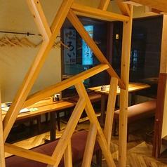 開放感のある大きな窓のあるテーブル席は女性のお客様に人気♪ベンチシートの座り心地も良くってついつい長居しちゃう!?
