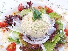 カニ肉とアボカドのサラダ