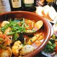 その二、【イタリアン風 渡り蟹とたっぷり魚介類の特製ブイヤベース】…●渡り蟹を贅沢に使用し、アサリやハマグリ、ムール貝、天使エビ、イカ、帆立と季節の野菜で仕上げた特製ブイヤベースを是非ご堪能ください。〆には⇒⇒⇒⇒