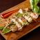 ハーブを上手に使うイタリア料理の良さも取り入れることが当店の特徴です。鶏肉や仔羊をバジルやオレガノを使って焼き上げれば、爽やかな香りが食欲をそそる豪華なメインディッシュになります。ランチコースと幾つかのディナーコースでお出しする鶏肉のハーブグリルは、味も盛り付けも皆様が喜んでくださる一皿です。