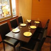 お席のレイアウトが自由にできる[2名様用]テーブルは6名様用のお席に設置しております。少~中規模のご宴会にご利用しやすいお席です!会社の同僚、チームや、友達同士などちょっとしたご宴会にもご利用頂けます!テーブルが広いので沢山注文できますよ!