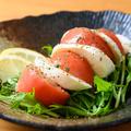 料理メニュー写真冷製トマトとモッツァレラのイタリアンサラダ