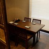 すみれの個室はテーブル席とお座敷・掘りごたつ席をお選びいただけます。プライベートを気にせずゆったりお寛ぎいただける空間は、飲み会やデート、ご友人とのお食事にもおすすめです◎渋谷で会社帰りに個室居酒屋でゆったり。安いけど旨い焼き鳥と絶品鍋を堪能したい方はぜひすみれへ!