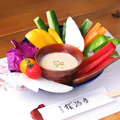 料理メニュー写真彩り野菜のアンチョビソース添え