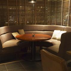 大きなラウンドのソファでリッチな時間を♪カップルにも人気のラウンドソファ★ご予約はお早めに!