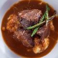 料理メニュー写真牛頬肉の赤ワイン煮込み マッシュポテト添え
