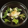料理メニュー写真白い花に見立てたフルーツ蕪アンティパスト