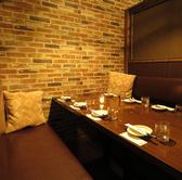 ゆったり寛げるテーブル席の個室を完備しております。落ち着いた雰囲気の空間で新宿の喧騒が嘘のような一時へご案内致します♪☆合コン・女子会・誕生日は新宿で人気♪