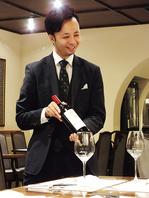 専属ソムリエがお料理に合わせたワインを