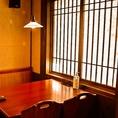(1)大人気の【半個室】の席。(2)4席×2テーブルで1部屋になっている席。どちらも最大8名様までご利用可能!!女子会やグループでの飲み会に◎