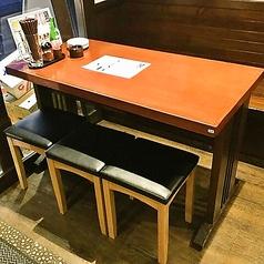 ちょっと広めなテーブル席