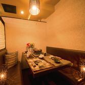 6名様用個室席。差し込む光が落ち着きを与えてくれる和空間は仲の良いご友人との気軽な飲み会や会社帰りのちょっとした飲み会、接待にも最適です◎是非ご利用ください。