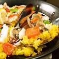 料理メニュー写真5種魚貝類の具たくさんスペイン風パエリア