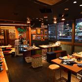 新宿のネオンや夜景を眺めながらお食事をお楽しみいただける線路側のテーブル席が20席ございます。デートやご友人とのお食事、グループでの飲み会などご利用人数に合わせてお席のご用意が可能です。