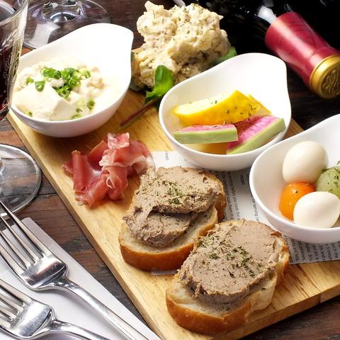 """落ち着いた雰囲気の中で味わう、こだわりの鎌倉野菜とワインが自慢のお店 -作""""ざく-"""