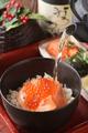 料理メニュー写真時鮭とイクラの親子 茶漬け