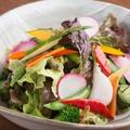 料理メニュー写真おくどはん特製 体にやさしい十菜サラダ 和だしドレッシング