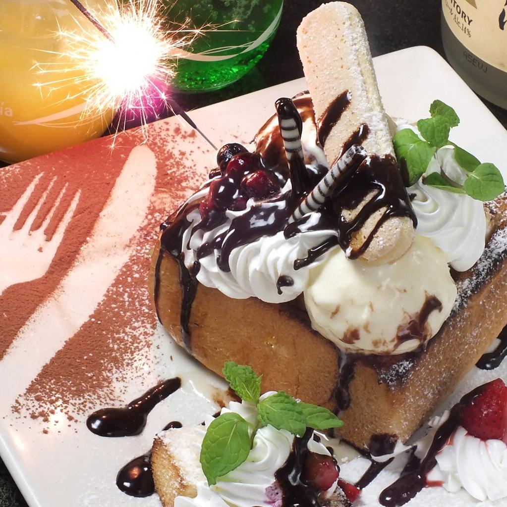 大人気の皆でシェアしてハニートースト!!誕生日の方にはお店からプレゼンします♪