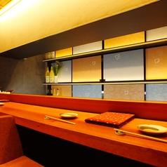 オープンキッチンで職人の調理風景を楽しみながらお過ごし頂けます。