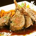 料理メニュー写真仔羊肉のロースト赤ワインとフォンドボーのソース