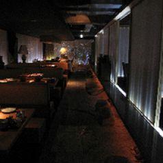 燈のもと、肉と酒と鉄火炉火 tetsubirobiのおすすめポイント1