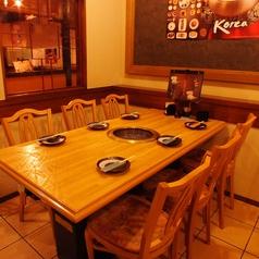 最大16名様まで可能な、テーブル個室席