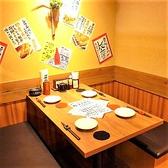ゆっくりとくつろぎながらお食事をお楽しみ頂けるテーブル席を多数ご用意しております。美味しいお料理をお仕事帰りに同僚や先輩、後輩と、気の合うご友人とお気軽にお越しください。大人数様でもお入りいただけます。(写真は系列店です。詳細は店舗までお問い合わせください。)
