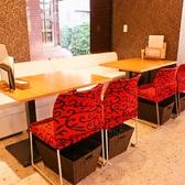 お友達とのお食事や少人数での飲み会に☆2名様~4名様のご利用に最適なテーブルソファー席。テーブルをつなげれば8名様でもご利用頂けます!