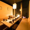 【8~16名様】温かみのあるダウンライトが照らし出す個室空間で日頃の疲れを癒すひと時をお過ごしくださいませ。