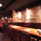 【2F】2名様~落ち着いた空間のテーブル席。お席をつなげて大人数のご宴会も可能です!
