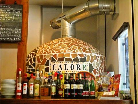 イタリアより取り寄せた大きなピザ窯を使った本格的ナポリピッツァが食べられるお店。