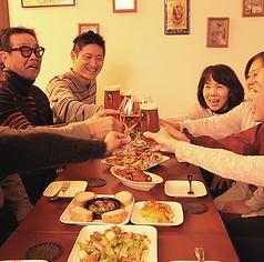 「色々食べたい」「美味しいワインが飲みたい」 各種牡蠣の味を食べ比べたり、ボトルワインを味わったりと、 仲良くシェアがおすすめ。 色んな牡蠣を愉しみたい、仲間とはしゃぎたい、そんな時にはぜひ当店のコース料理をご利用くだ最大20名様まで、人数に応じてお席を組み替えることもOK!