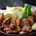 料理メニュー写真地鶏の陶板焼