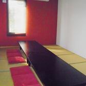 お座敷席は清潔感があってスペースも広々!家族連れでの食事やグループでの宴会にもおすすめです!お座敷席は、4名様席と6名様席でご用意があります。