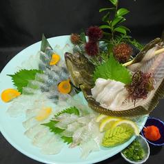料理メニュー写真釣ったヒラメで活き造り/唐揚げ/煮付け