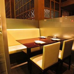 ◆個室感のあるテーブル席もございます◆仕事帰りのディナーやデートにぜひご利用ください。特別な記念日にはデザートプレートのご用意も可能です◎お気軽にご相談ください。