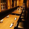 【20~30名様】大人数様でもご利用いただける大型個室を完備しております。お勤め先での会社宴会はもちろん、同窓会、イベントの打ち上げなどにも最適な個室席です。