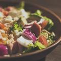 料理メニュー写真たっぷり具材のコブサラダ