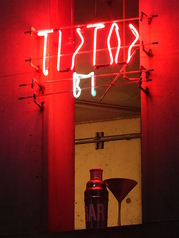Bar TIPTOPの外観1