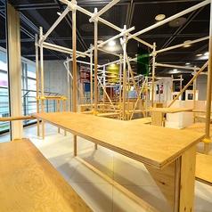 カフェのようでカフェではない!!栄のど真ん中にNEWオープン致しました!当店のコンセプトは「JUNKExhibition」=がらくたの展示会。店内は工場の足場の様に、組み立ててあり迷路のようになっています。面白い仕掛けに、アートな世界観を感じていただける様な内装です!