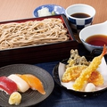 料理メニュー写真天せいろ二八そばと寿司三貫