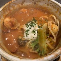 料理メニュー写真ゴロゴロ野菜と海老のトマト煮込みパスタ