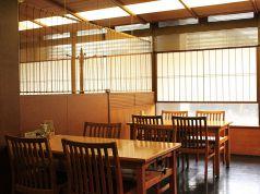 (1F)同席の仲間だけで顔を合わせられるテーブル席ももちろん完備