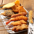 カリカリと揚げた串カツ、秘伝のたれはいくつ食べても飽きません★
