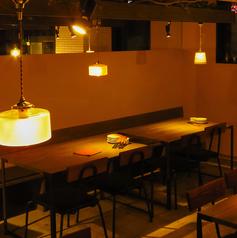 【テーブル席】4名×8、32席ご用意有ります。段差を無くしてフラットなフロアのバリアフリー仕様になっています♪テーブル席も座り心地抜群!!テーブルの連結も可能でレイアウト自由です☆会社宴会/お友達やお仲間内での飲み会/女子会/合コン/デート/二次会パーティー…等