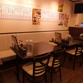 4名掛けのテーブル×4卓で16名様おかけ頂けます。宴会・家族でのお食事にも!