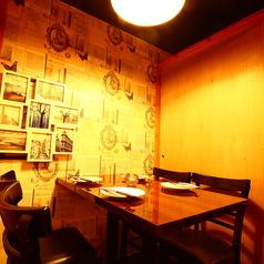 JINと肉 新宿東口店の雰囲気1