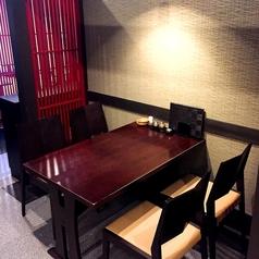 4名様のテーブル席が3卓ございます。